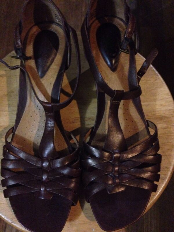 Clarks Leather Strappy Sandals Woman's Size 8 EUC