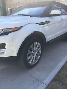 PRICE REDUCED-Like NEW 2015 LAND ROVER RANGE ROVER EVOQUE