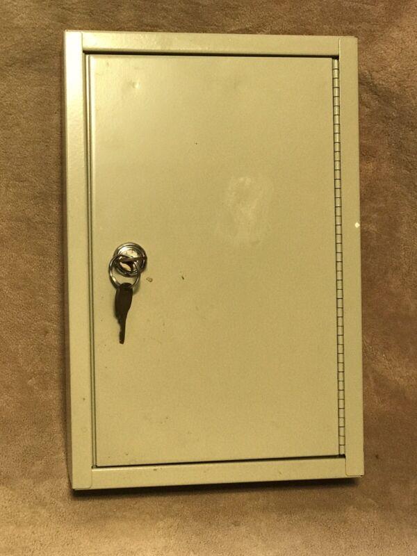 Key Organizer Cabinet Wall Mount Storage Metal Security Safe Box Home 30 Keys