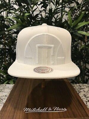 info for 0f88e 7e26d Mitchell and Ness LA Clippers White SnapBack Cropped Logo Hat supreme BBC  NBA