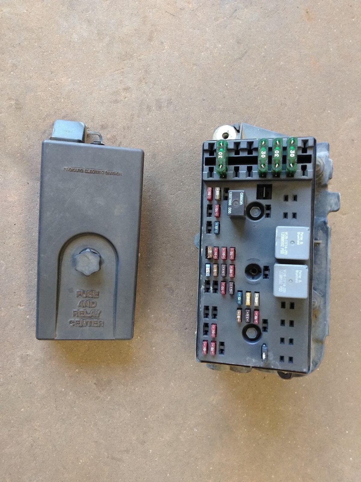 1996 Saturn S Series Engine Fuse Box OEM 21023709
