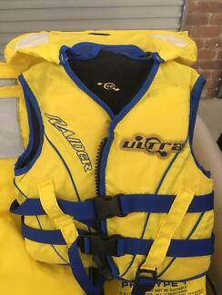 Life jackets ; Barefoot Wetsuit ; Ski Ropes.