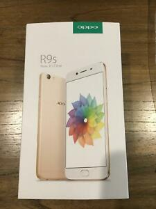 Oppo R9s mobile phone