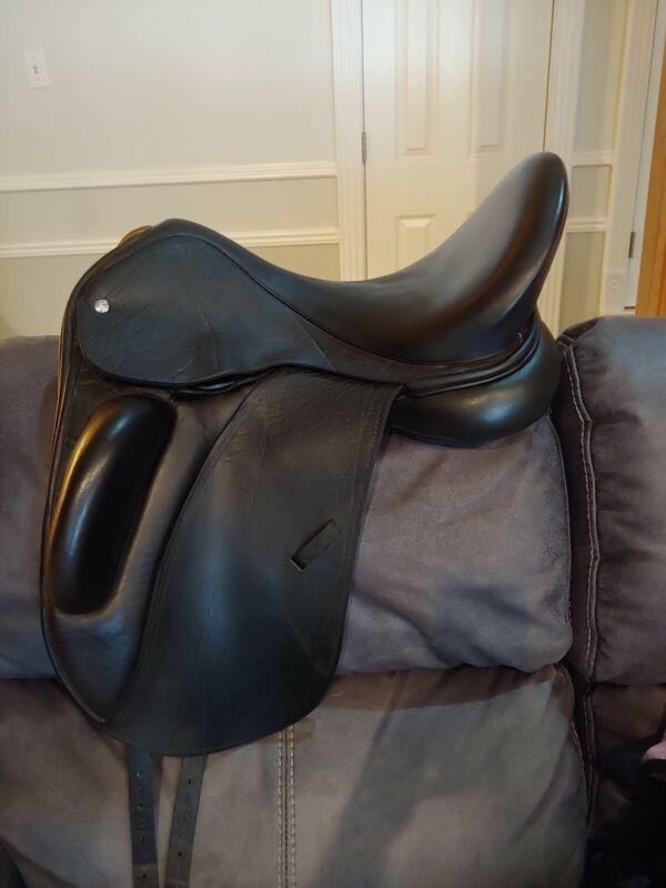 2016 Custom Saddlery Santa Cruz Dressage Saddle