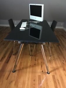 Bureau d'ordinateur ou table