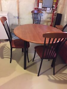 Dining table with leaf and 3 chairs