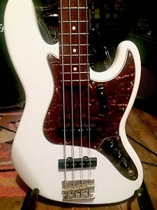 Squier Vintage Modified Jazz Bass In Olympic White