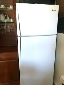 Westinghouse 420L fridge/freezer - excellent condition