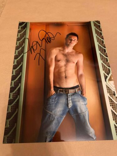 DANNY DYER   -  SEXY TOPLESS POSE  -  SIGNED  - 16x10 COL LARGE PHOTO  -  UACC