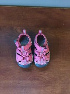 Toddler Girls Keen sandles size 4