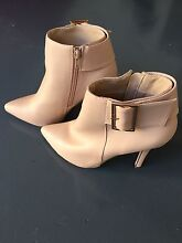 New Forever New Ladies boots - size 6 Pacific Pines Gold Coast City Preview