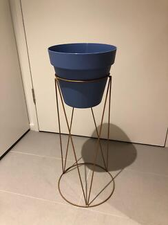 Plant stand and pot