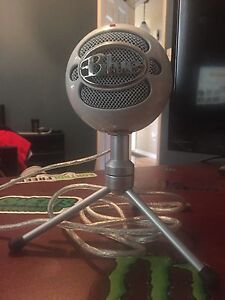 Blue snowball microphone perfect condition