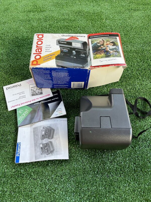 Vintage Polaroid One Step Close Up 600 Instant Film Camera w Strap C240 In Box