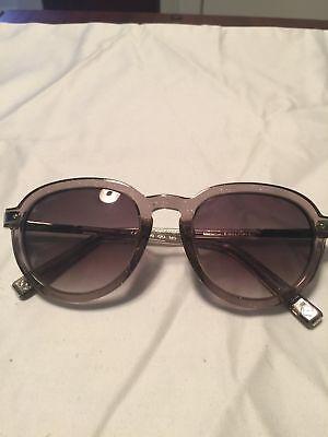 Louis Vuitton Grey Sunglasses (Louis Vuitton Female Sunglasses)