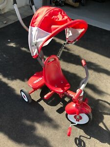 Tricycle radio flyer comme neuf