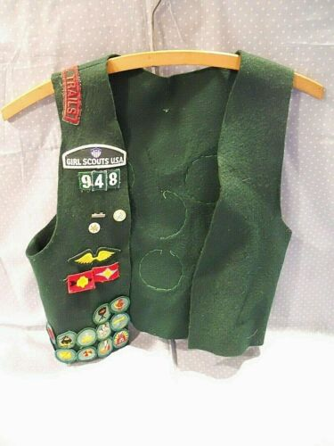 Vintage Girl Scout Felt Vest with Patches , Badges, and Pins ~ Ohio 948 ~ 1970s