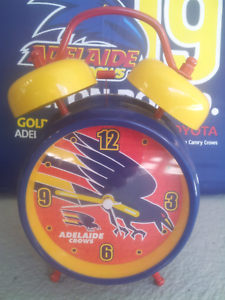 Crows clock with alarm and 2 cushions Old Reynella Morphett Vale Area Preview