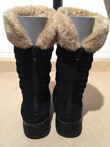 """Women's """"Bare Traps"""" Winter Boots Size 8.5 M London Ontario image 4"""