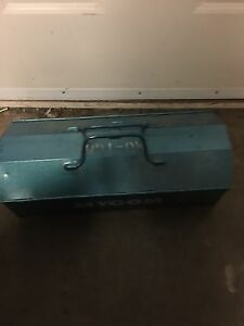 Metal toolbox with tray