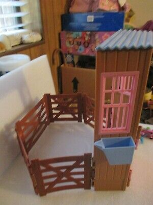 Mattel 2006 Barbie Dream Stable FOR TAWNY HORSE With SOME Accessories