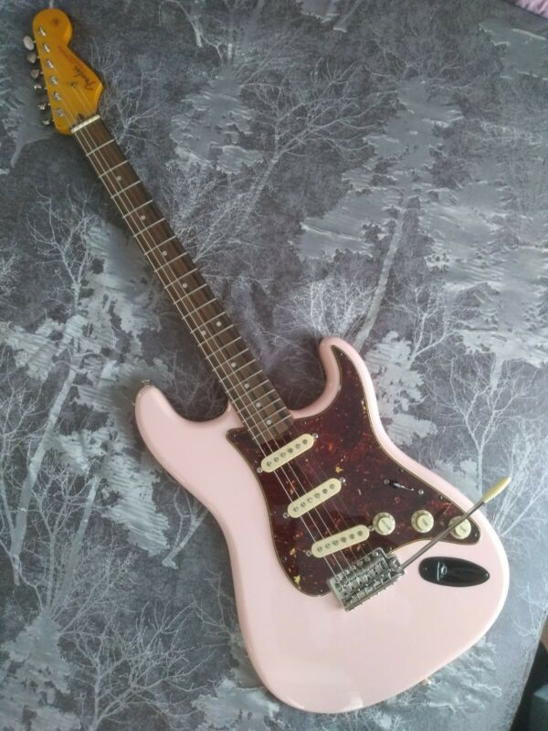 Squier Classic Vibe Strat By Fender Shell Pink
