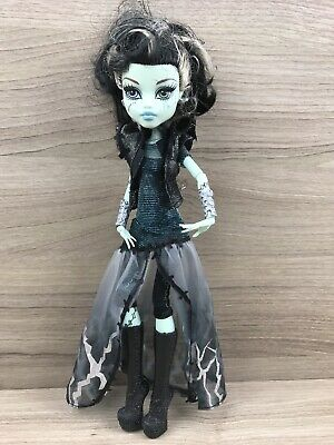 Monster High Puppe • X3714 Frankie Stein Mega Monster Halloween Party • Mattel ()