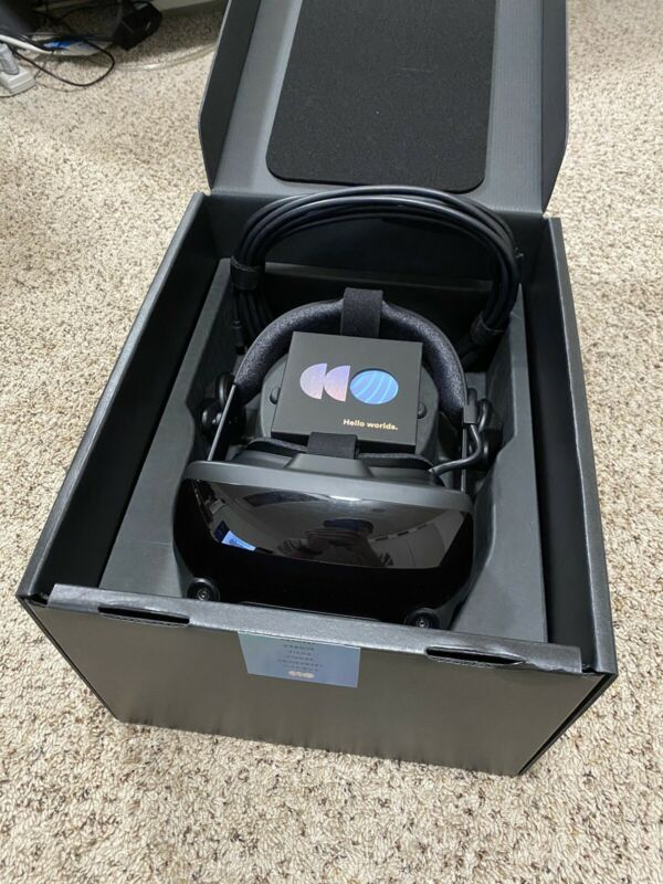 Valve Index VR - Headset, display cable and power supply
