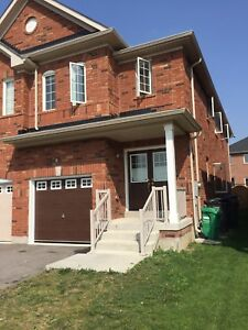 4 bedrooms semi-detached house for rent.