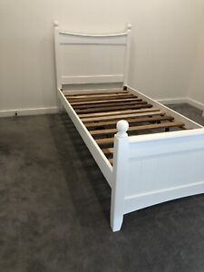 White wooden Single bed $120 FREE DELIVERY ‼️‼️