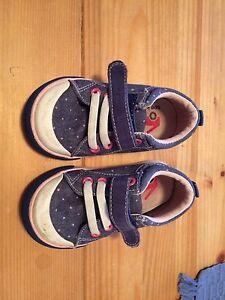 Chaussures / marchette- trotteur