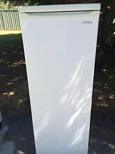 CONNIA UPRIGHT FREEZER 6 TRAYS IN BEAUTIFUL CONDITION,!!!!!!!!!!! Halls Head Mandurah Area Preview