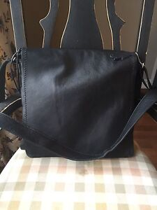 Roots Leather Raiders Bag- Large Size
