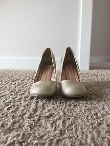 Gold Sparkly Shoes! Size 10!