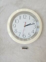 "Classic 11"" Round Glossy White Large Numbers Indoor Wall Clock with Glass Lens"