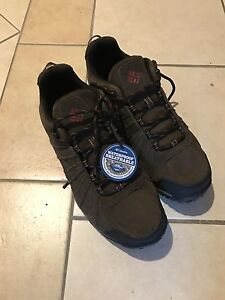 New Columbia winter shoes/size 11