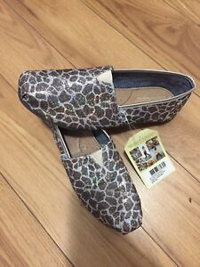 Toms - snazzy shoes 35$