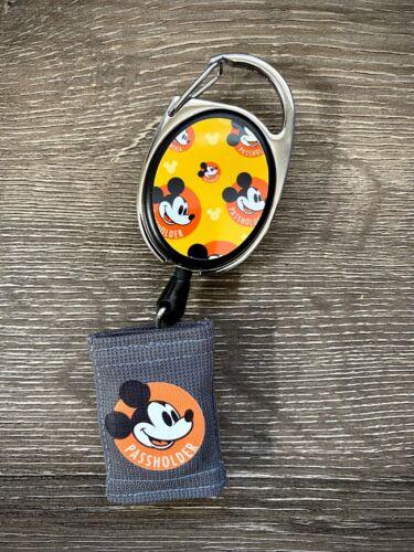 Walt Disney World Magicband 2 - Retractable Annual Passholder Puck Holder