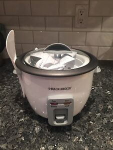 BRAND NEW Black and Decker 6 cup rice cooker
