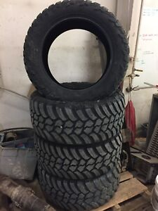 "AMP MUD Terrain 35"" tire 325/50R22"