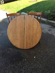 Hardwood table and chairs  Kitchener / Waterloo Kitchener Area image 1