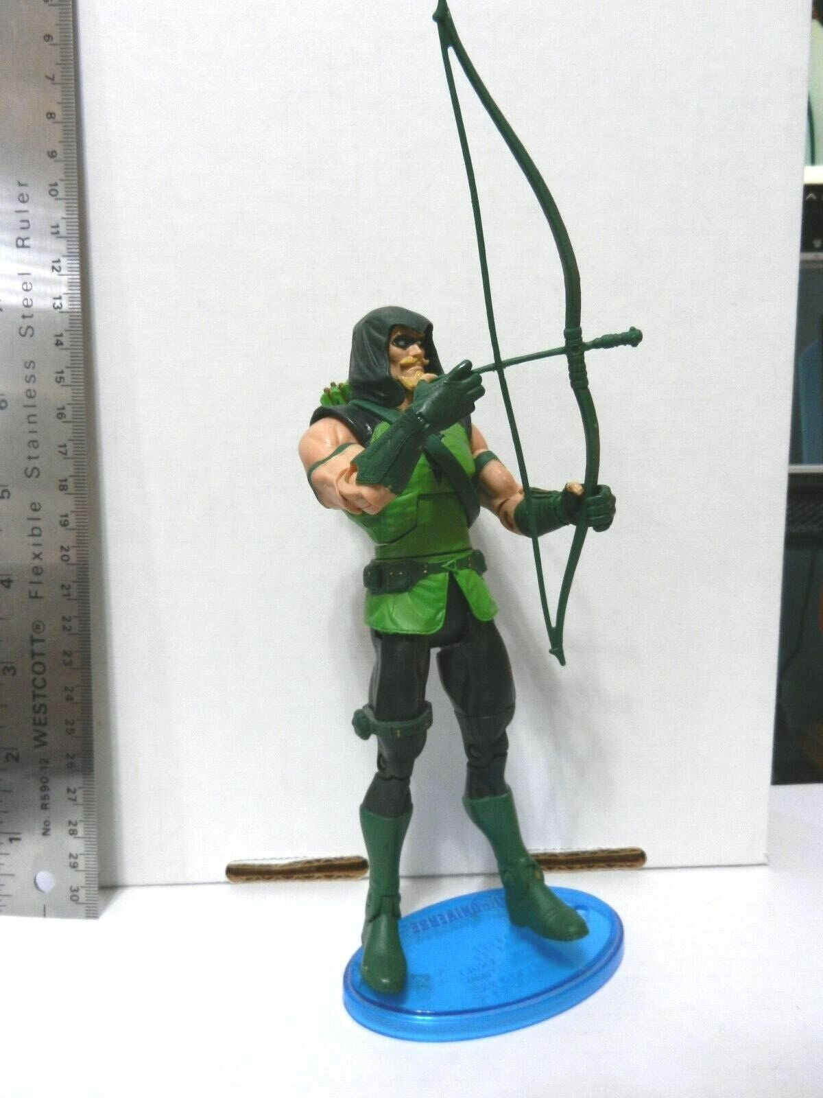 DC Direct / DC Universe Classics GREEN ARROW with BOW and  B