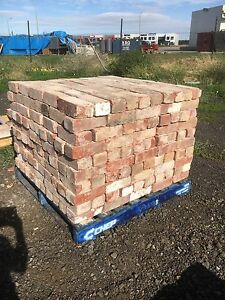 Second hand red bricks Ravenhall Melton Area Preview