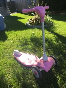 Kids Radio Flyer 3 Wheeled Scooter - pink
