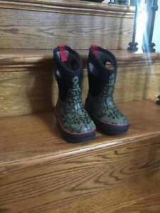 Waterproof bogs boot  size 8 toddler