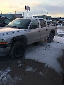 Dodge Dakota V8 4X4 crew can