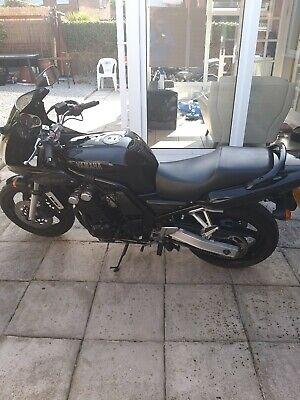 Yamaha FZS 600 Fazer motorbike