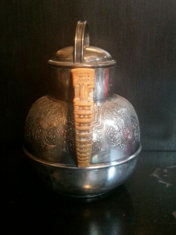 VINTAGE SILVER PLATE WILCOX SILVER CO PAISLEY DESIGN Teapot W/Bamboo Handle