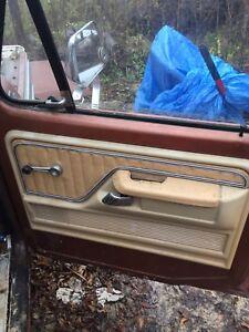 1977 Ford F-150 XLT interior