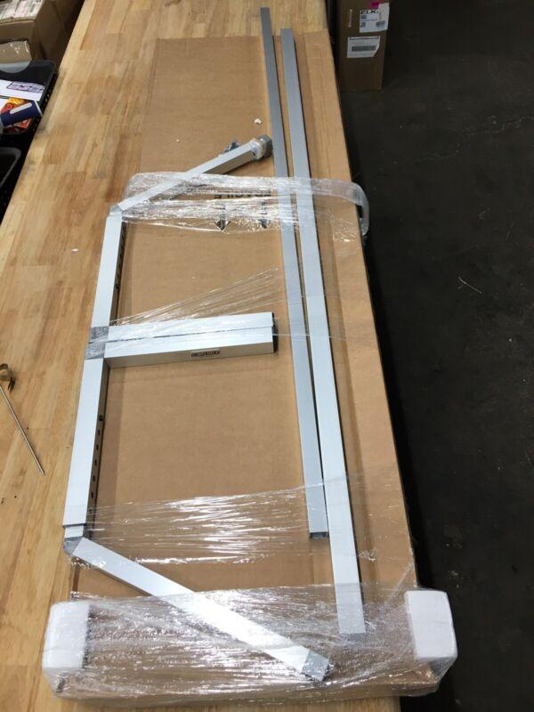 Carlisle 926007 Acrylic Adjustable Single Sided Sneeze Guard with Aluminum Frame